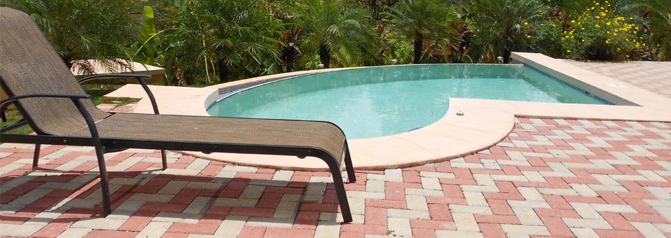 Travelfox-liegestuhl-am-pool-958-340